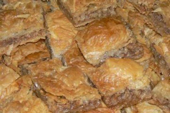 Middle Eastern Nut-Filled Multilayered Pastry (Baklava)