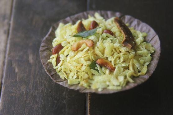 Poha Chivda (Indian Flattened Rice Snack)