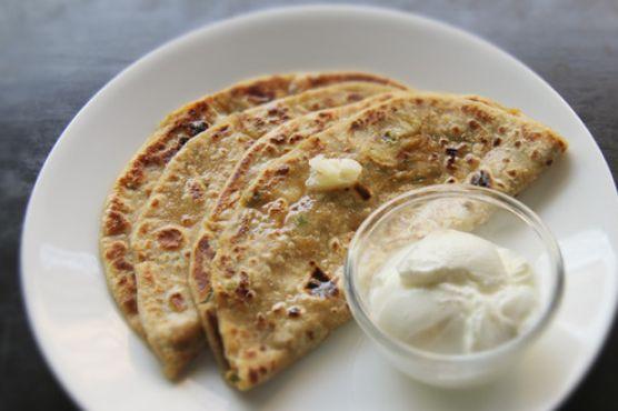 Aloo Paratha (Indian Potato Bread)