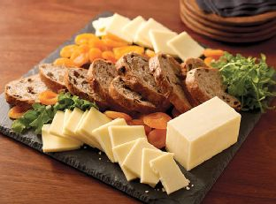 CRACKER BARREL Cheese Board with Fruit & Bread