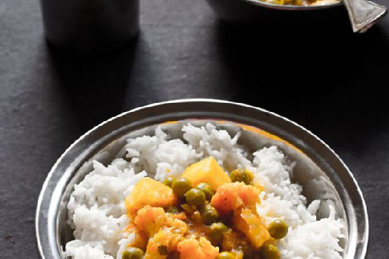 aloo gobi matar , how to make aloo gobi matar curry