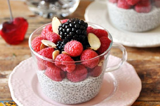 [] No Cook Dessert: Berries & Coconut Chia Seeds Pudding with Maple Syrup {Vegan Friendly, Gluten Free, Dairy Free}