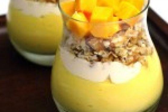 Mango pudding parfaits