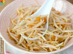 Bean Sprouts with Salted Fish Image
