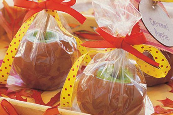 Как сделать печеные яблоки в карамели на палочке
