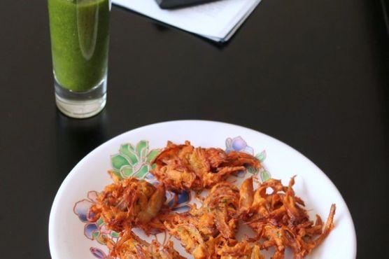 Onion Pakoda – Kanda Bhaji – Onion Fritters