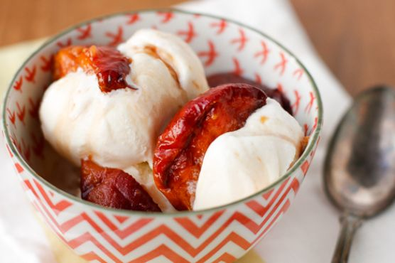 Grilled Peaches with Vanilla Brown Sugar Syrup