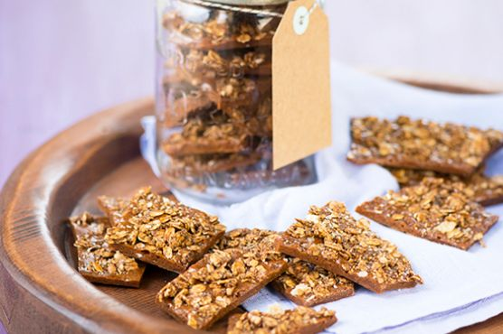 Gingerbread granola brittle