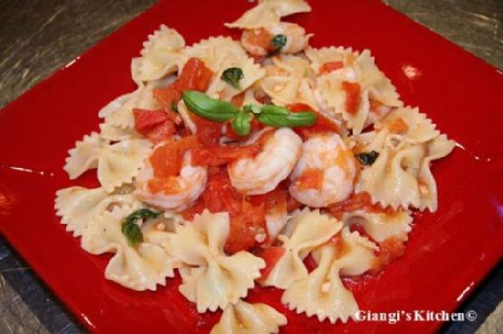 Farfalle with Shrimps, Tomatoes Basil Sauce