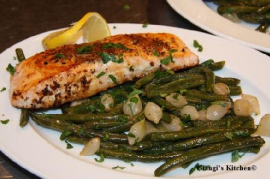 Green Beans with Pearl Onions and Salmon