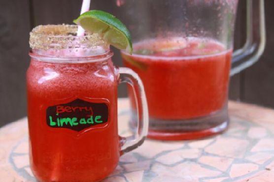 Refreshing Strawberry Limeade