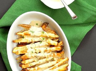 Baked Fries with Garlic Sauce